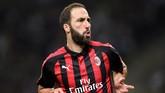 Penyerang Gonzalo Higuain mencetak satu gol untuk kemenangan 3-1 AC Milan atas Olympiakos di San Siro. Dua gol lainnya dilesakkan Patrick Cutrone. Itu merupakan gol keempat Higuain untuk Milan di musim ini atau yang kedua di Liga Europa. (REUTERS/Daniele Mascolo)