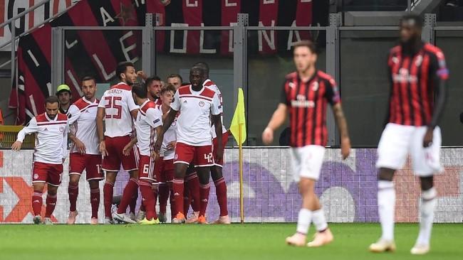 Sempat unggul 1-0 melalui gol Miguel Angel Guerrero pada menit ke-14, Olympiakos akhirnya harus menerima hasil pahit usai kalah 1-3 dari AC Milan di San Siro. (REUTERS/Daniele Mascolo)