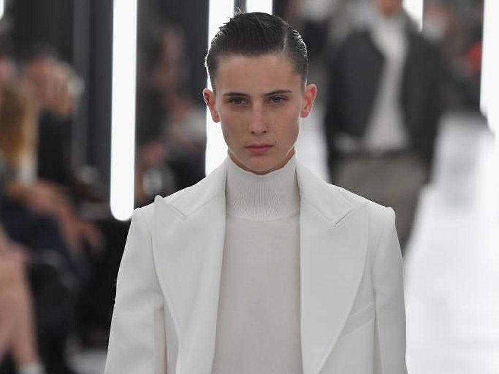 Foto: Model Transgender Dominasi Catwalk Louis Vuitton di Paris Fashion Week