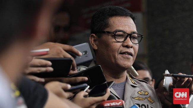Polisi Tangkap Suami-Istri Buronan Pengeroyok Anggota TNI