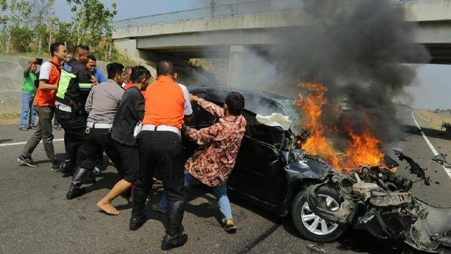 Mobil Terbakar di Tol Cipali, Anies Baswedan Urus Jenazah