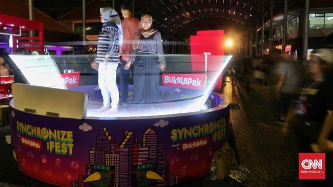 Dalam acara yang berlangsung sampai 7 Oktober mendatang, ada seratusan musisi yang bakal ikut memeriahkan panggung Synchronize Fest. (CNN Indonesia/Bisma Septalisma)