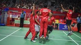 Setelah sukses di Asian Games, Indonesia juga meraih sukses di Asian Para Games. Tim beregu putra bulutangkis menyumbang medali emas. (ANTARA FOTO/Galih Pradipta/nz/18)