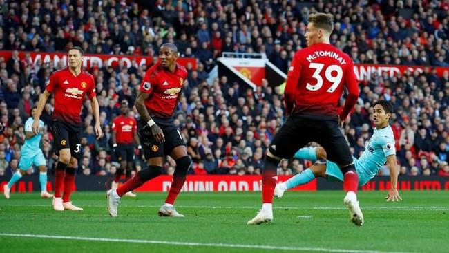 Hanya berselang tiga menit dari gol pertama, Newcastle United menggandakan keunggulan berkat gol Yoshinori Muto. (REUTERS/Phil Noble)