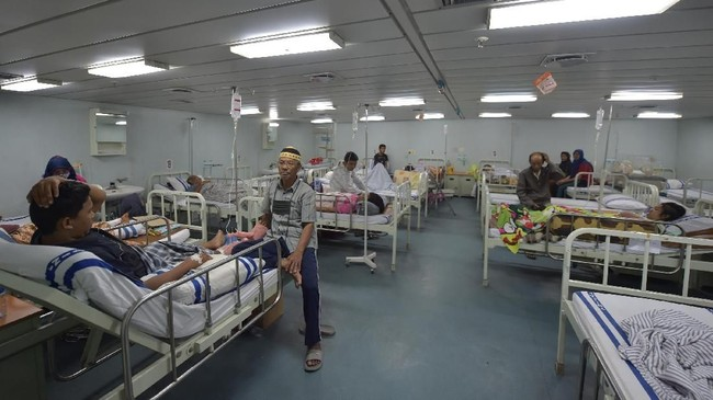 Sejumlah korban luka akibat gempa Palu, Sulawesi Tengah, mendapat perawatan di Soeharso-990. / AFP PHOTO / ADEK BERRY