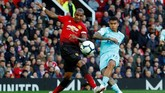 Di tengah harapan meraih kemenangan yang membumbung tinggi, Manchester United justru kebobolan pada menit ketujuh. Robert Kenedy membawa Newcastle United unggul 1-0. (REUTERS/Phil Noble)