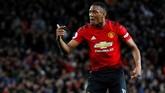 Enam menit berselang setelah gol Juan Mata, Anthony Martial membuat gawang Newcastle United yang dikawal Martin Dubravka kembali bergetar. Skor imbang 2-2 pada menit ke-76. (REUTERS/Phil Noble)