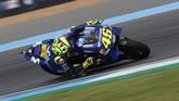 Valentino Rossi yang sudah cukup lama berkutat dengan masalah motornya, sempat menjadi pemimpin balapan di MotoGP Thailand 2018. (REUTERS/Soe Zeya Tun)