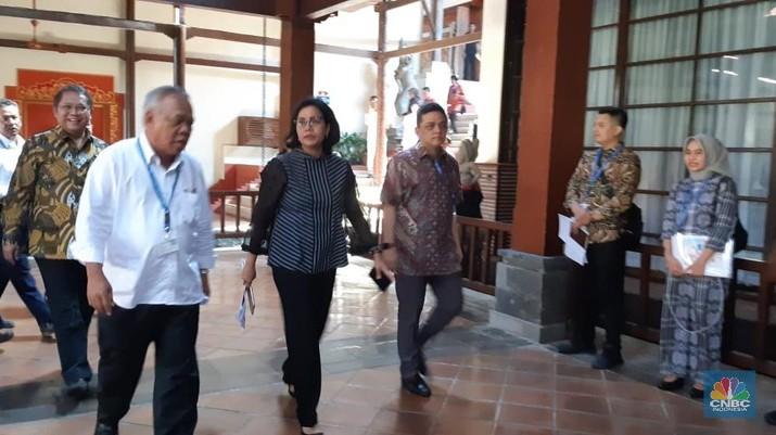 Menteri Keuangan Sri Mulyani Indrawati melantik pejabat eselon II dan III di Lingkungan Kementerian Keuangan.