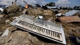 Pemerintah menargetkan kehidupan di Palu dan daerah lain yang terdampak gempa bisa bergeliatkembali sepekan pacagempa dan tsunami. (REUTERS/Beawiharta)
