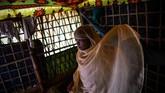 Anak-anak Rohingya kini mengandalkan madrasah yang di bangun di lokasi pengungsian sebagai satu-satunya tempat pendidikan mereka (AFP PHOTO / CHANDAN KHANNA)