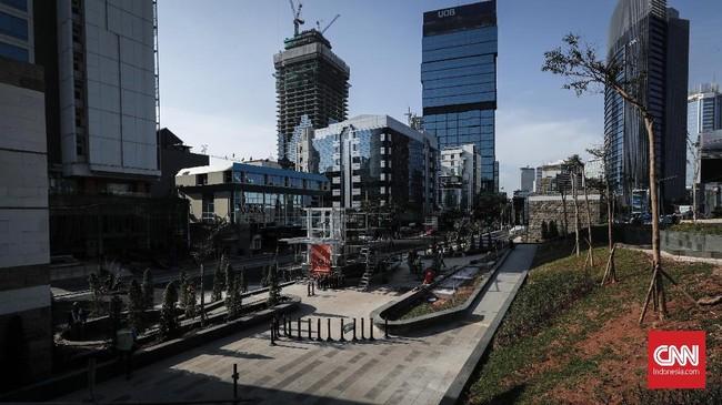 DariStasiun MRT Dukuh Atas warga bisa duduk-duduk santai atau sambil menunggu keretadengan pemandangangedung-gedung tinggi yang ada kawasan Sudirman-Thamrin.