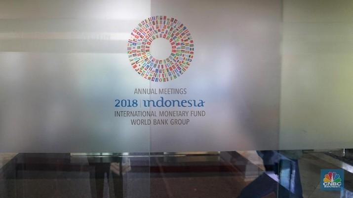 Dana Moneter Internasional (IMF) menurunkan proyeksi pertumbuhan ekonomi tahun ini dan tahun depan menjadi 3,7%