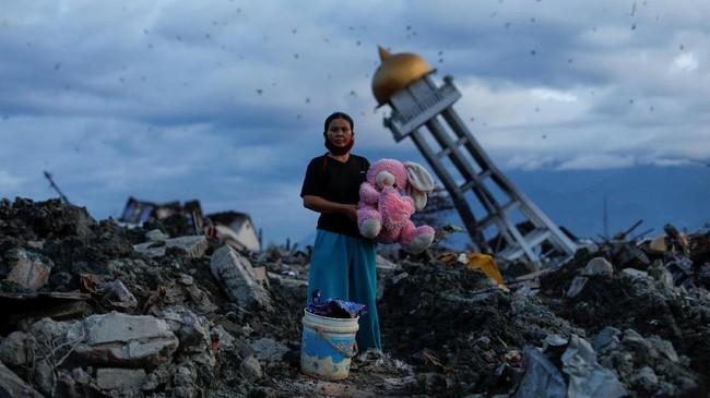 Massifnya kerusakan yang diakibatkan gempa membuat pemerintah membuka bantuan dari negara lain. Sejumlah bantuan internasioal pun berdatangan. (REUTERS/Jorge Silva)