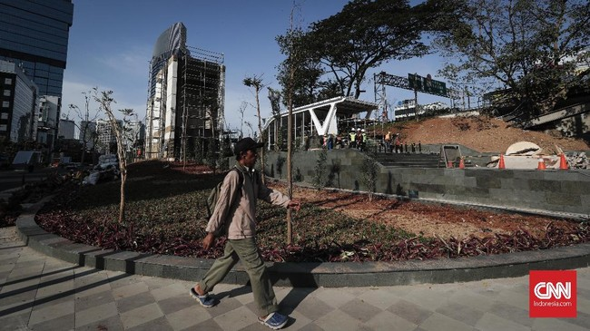 Ada kawasan hijau baru di Jakarta, tepatnya di Taman Stasiun MRT Dukuh Atas. Taman ini dirancang sedemikian rupa untuk menjadi taman yangnyaman bagi pengguna transportasi atau warga yang ingin kongko.