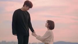 Senyum Netizen untuk 'The Smile Has Left Your Eyes'