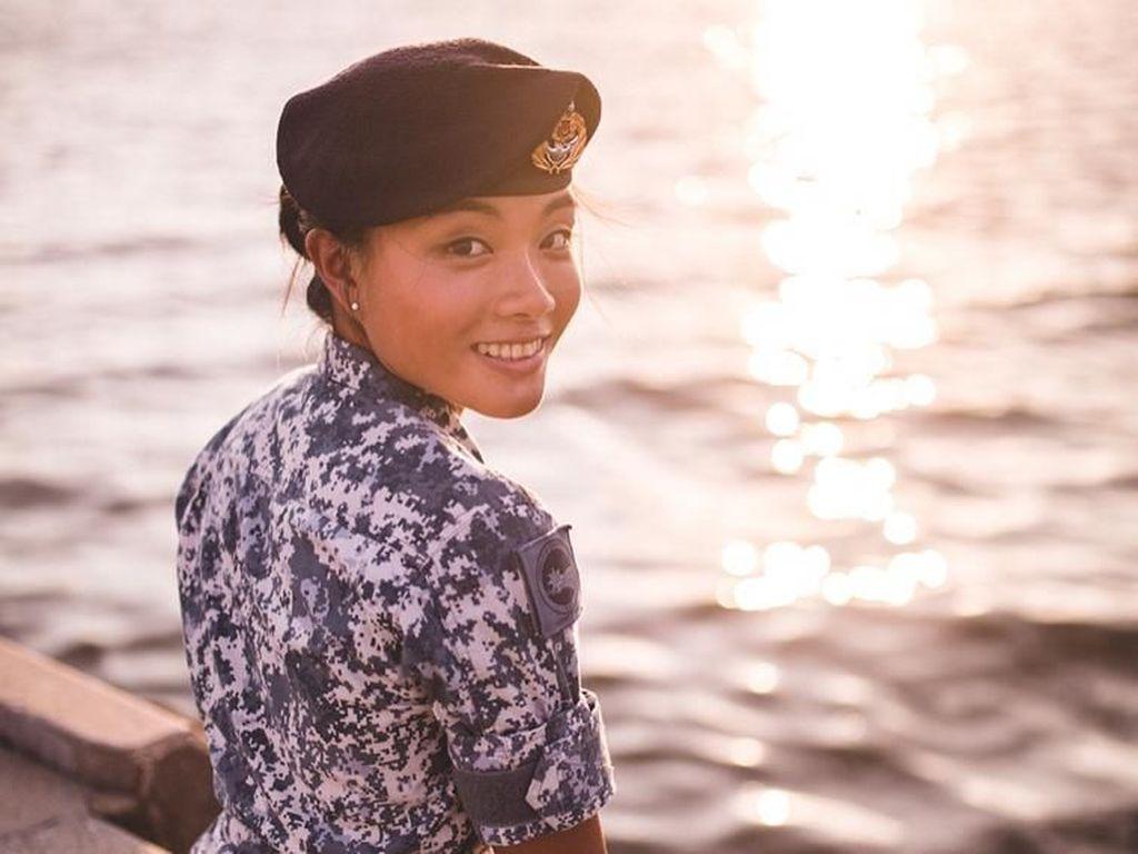 Potret Cantik Mantan Tentara Angkatan Laut yang Alih Profesi Jadi Selebgram