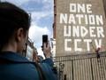 Menyusuri Karya Seni Banksy di Penjuru Bristol