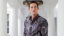Agar Pria Terlihat Atraktif dalam Balutan Batik