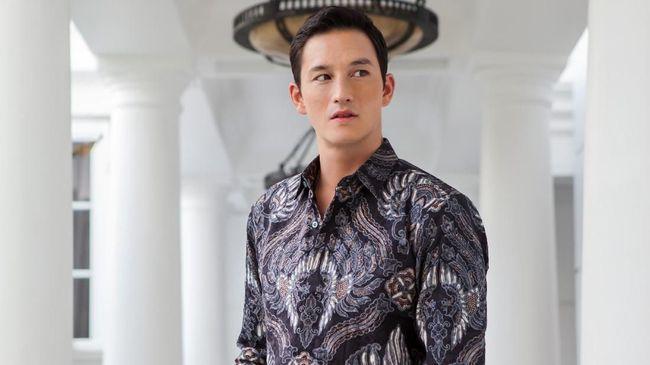 Agar Pria Terlihat Atraktif dalam Balutan Batik 87b475bb71