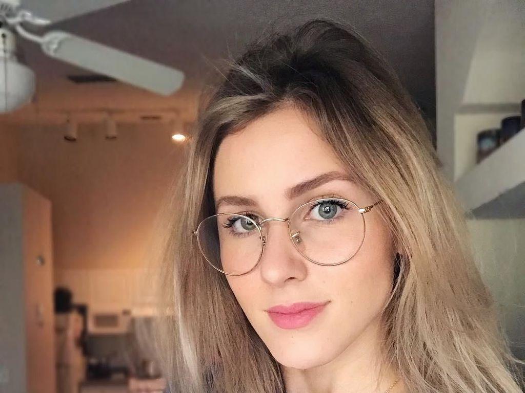 Potret Wanita Cantik yang Viral Usai Dipukul Pacar karena Foto Pakai Tanktop
