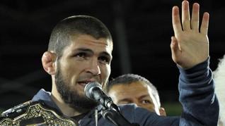 Bayarkan Denda Teman, Khabib Dipuji Juara Kelas Berat UFC