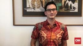 Cara Mike Lewis Padu Padan Batik