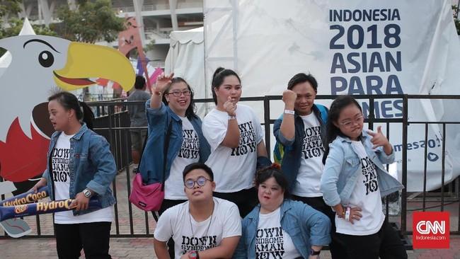 Penyandang difabel yang tergabung dalam sanggar tari Gigi Art Of Dance (G-Star) tampil di festival parainspirasi, untuk mendukung gelaran Asian Para Games 2018. (CNN Indonesia/Andry Novelino)