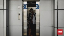 Tiga Pengunjung Rumah Sakit di Padang Terjebak dalam Lift