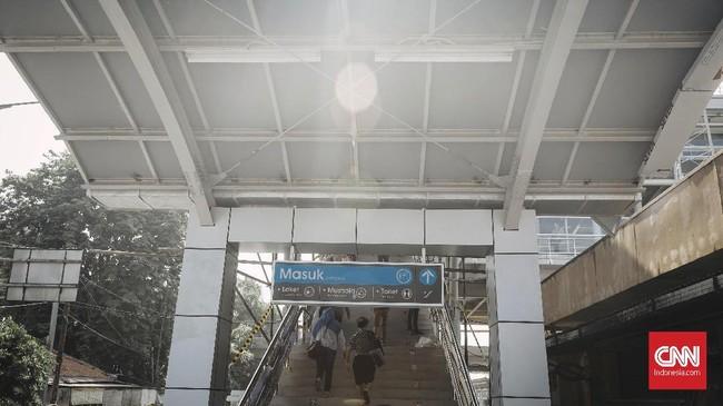 Stasiun Cakung merupakan salah satu pekerjaan modernisasi fasilitas Double Double Track (DDT) Manggarai-Cikarang yang terbagi dalam dua paket pekerjaan yaitu DDT Paket A (Manggarai-Jatinegara) dan DDT Paket B2 (1) (Cipinang-Kranji). (CNN Indonesia/Adhi Wicaksono)