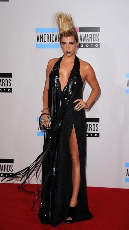 Foto: Deretan Gaun Tergila dalam Sejarah American Music Awards