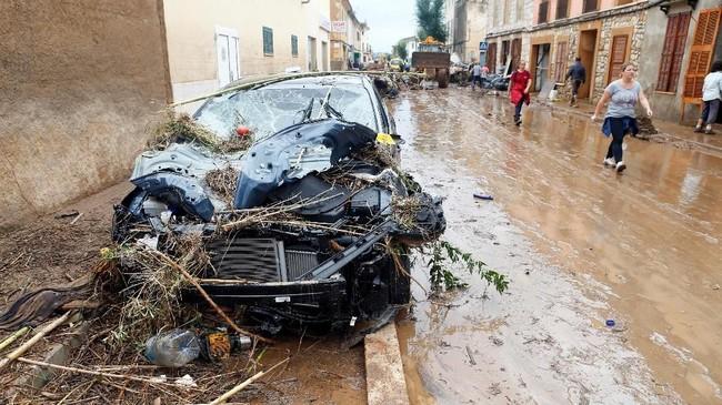 Banjir sapu Pulau Majorca, Spanyol, dan menewaskan 10 orang termasuk 3 warga asing asal Inggris dan Belanda (REUTERS/Enrique Calvo)