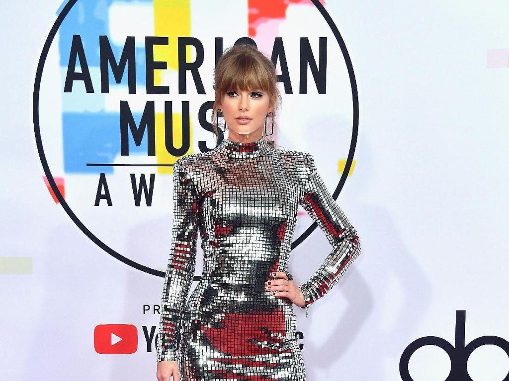 Curi Atensi, Taylor Swift Mirip Lampu Disko di American Music Awards 2018