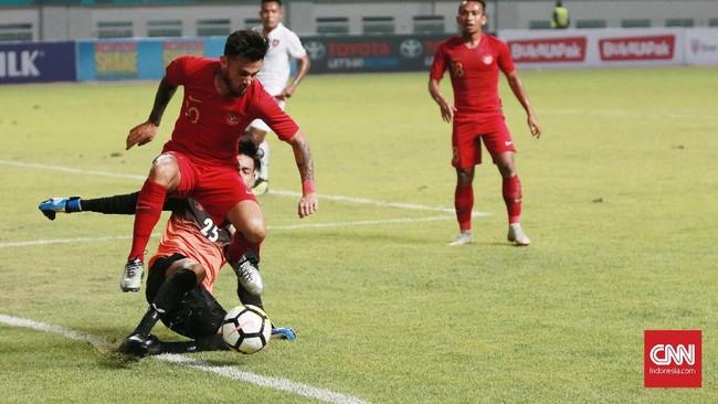 Timnas Indonesia tampil dominan di babak pertama dan sukses menciptakan banyak peluang yang mengancam gawang Myanmar. (CNN Indonesia/Andry Novelino)