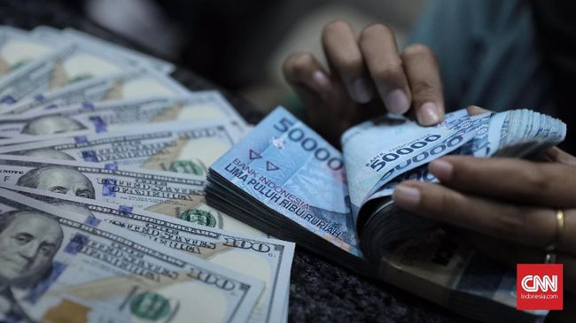 Cadev Naik, Rupiah Menguat Tinggalkan Rp14.500 per Dolar AS