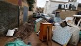 Hujan yang demikian deras dan tiba-tiba ini disebutkan badan meteorologi setempat terjadi setiap 80 tahun sekali (REUTERS/Enrique Calvo)
