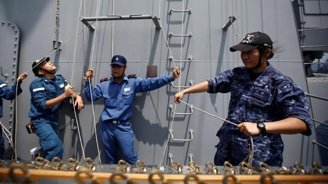 Perlunya penambahan kru perempuan di kapal perang ini akibat dari menurunnya angka kelahiran di Jepang, sehingga semakin sedikit laki-laki yang bekerja di kapal itu (REUTERS/Kim Kyung-Hoon)
