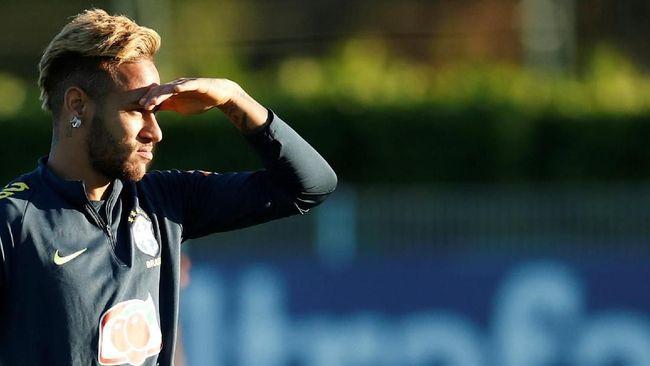 Pele Menilai Neymar Suka Cari Perhatian Dibanding Buat Gol