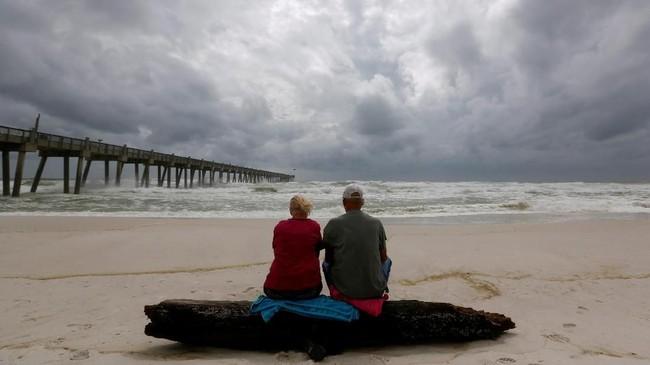 Perubahan iklim membuat badai, topan, dan hurikan jadi semakin ganas. AS memberlakukan keadaan darurat di 35 kabupaten di Florida(REUTERS/Jonathan Bachman)