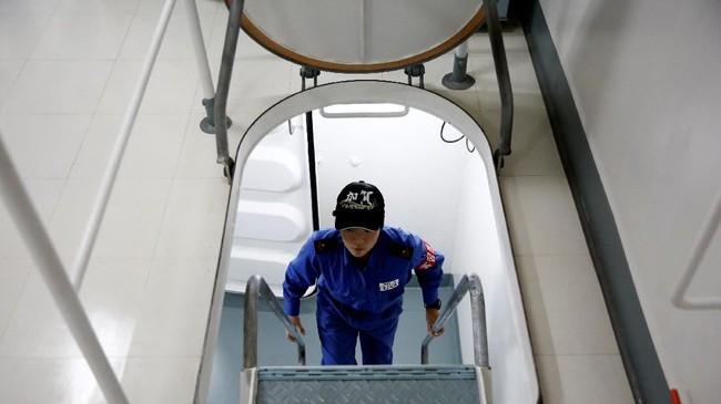 Saat ini jumlah kru perempuan di kapal ini sekitar sembilan persen dari total (REUTERS/Kim Kyung-Hoon)