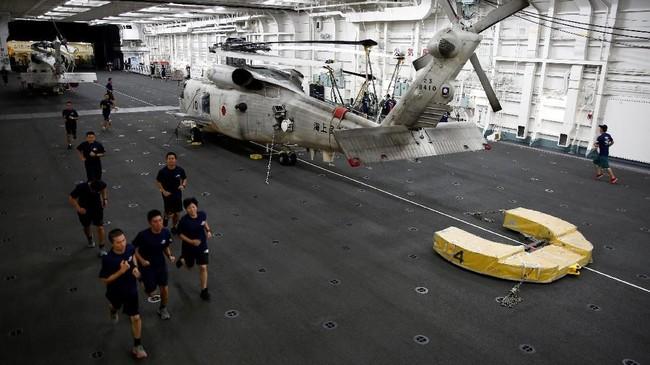 Jepang adalah salah satu angkatan laut terbesar di dunia dengan 45 ribu kru, lebih dari 100 kapal, dan 20 kapal selam (REUTERS/Kim Kyung-Hoon)