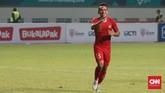 Irfan Jaya lalu menggandakan keunggulan menjadi 2-0 lewat golnya di menit ke-27. Irfan Jaya memaksimalkan umpan dari Beto menjadi gol. (CNN Indonesia/Andry Novelino)