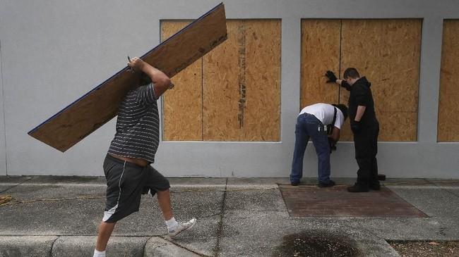 Berbeda dengan badai Florence yang melemah sebelum mencapai daratan, Michael diperkirakan makinkuat ketika mendekati pantai Florida (Joe Raedle/Getty Images/AFP)