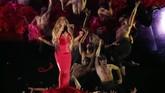 Usai kembali merilis lagu baru pada awal Oktober lalu,Mariah Carey membawakan single barunya,