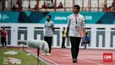 Dalam laga menghadapi timnas Arab Saudi Indra Sjafri mencoba mengorek informasi mengenai cara bermain tim-tim asal Timur Tengah. Pada fase grup Piala Asia U-19 mendatang, Timnas Indonesia akan berhadapan dengan Uni Emirat Arab dan Qatar di fase grup. (CNN Indonesia/Andry Novelino)