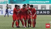 Laga babak pertama berakhir dengan skor sama kuat. Kerja sama di sepertiga lapangan terakhir dan penyelesaian akhir yang kurang baik membuat Timnas Indonesia hanya mampu mencetak satu gol. (CNN Indonesia/Andry Novelino)