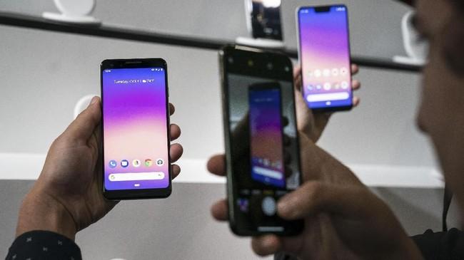 Google memboyong sejumlah pembaruan mulai dari pengisian nirkabel, cip titan M untuk aspek keamanan data, dan baterai berkapasitas 2.915 mAh.(Drew Angerer/Getty Images/AFP)