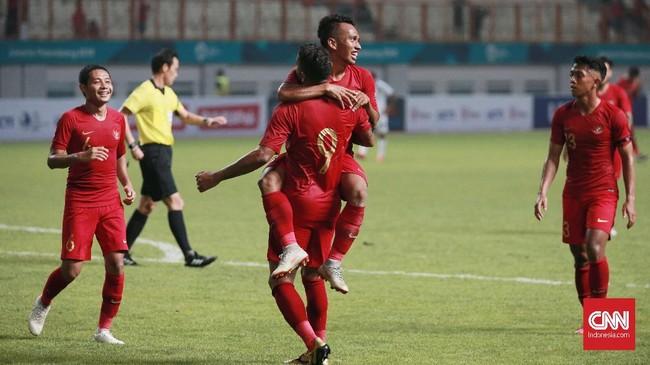 Irfan Jaya dan Beto benar-benar jadi mimpi buruk bagi pertahanan Myanmar. Irfan Jaya kembali menggetarkan gawang Myanmar setelah memanfaatkan bola liar hasil tendangan Beto. (CNN Indonesia/Andry Novelino)