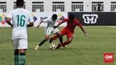Timnas Indonesia menampilkan penampilan agresif sejak babak pertama untuk meladeni gaya permainan yang diusung timnas Arab Saudi. (CNN Indonesia/Andry Novelino)