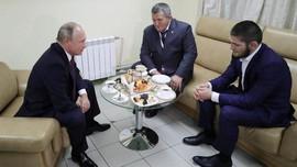 Putin Akan Bangun Sekolah Bernama Khabib Nurmagomedov